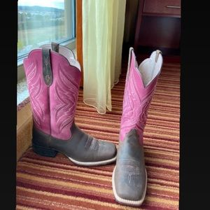 Size 10 Ariat cowgirl boots